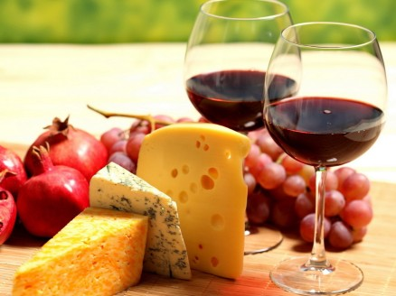 Food_Differring_meal_Berries__cheese__wine_032910_
