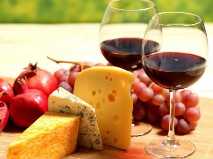 Food_Differring_meal_Berries__cheese__wine_032910_