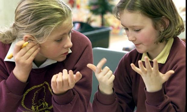 Two-schoolgirls-count-on--009